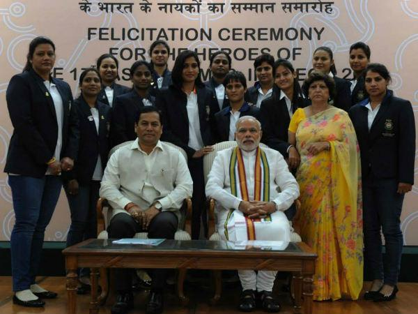 Photos Pm Modi Felicitates Asian Games 2014 Medal Winners 088364 Pg