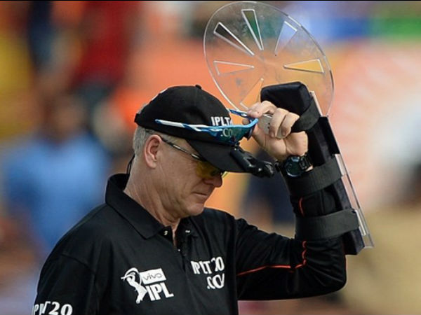 India New Zealand Odi Know What Umpire Bruce Oxenford Wearing Arm