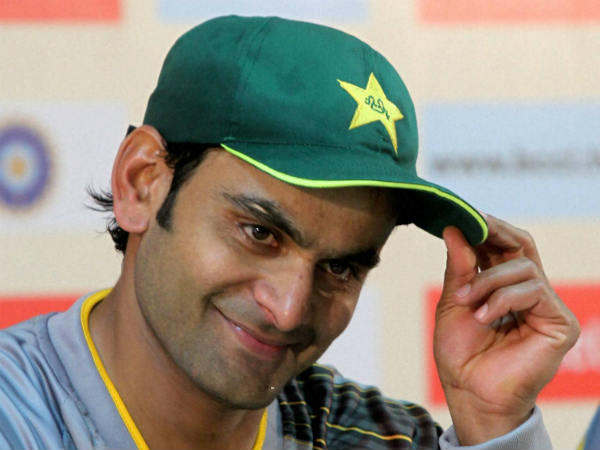 Pakistan's Mohammad Hafeez suspended from bowling in internationals