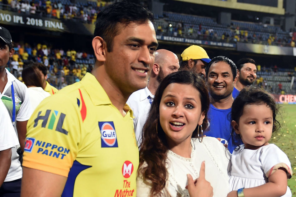 Dhoni And His Daughter Cute Video Goes Viral