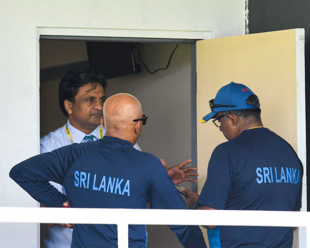 Sri Lanka players charged with ball-tampering, take field under protest