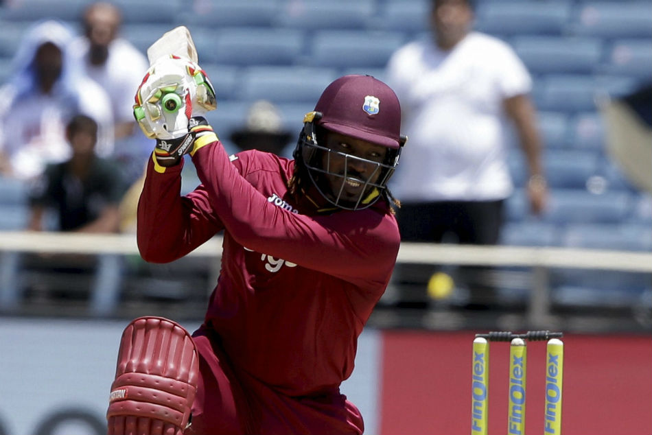 Universe Boss Chris Gayle equals Shahid Afridis record to smash most international sixes