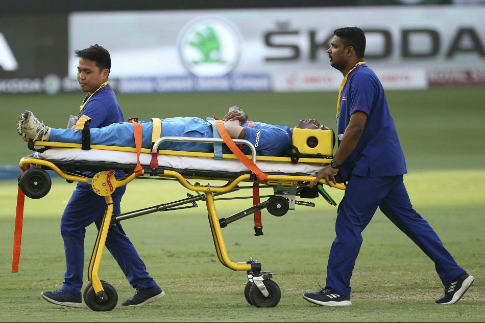 India Vs Pakistan Hardik Pandya Suffers Back Injury Stretchered Off Field