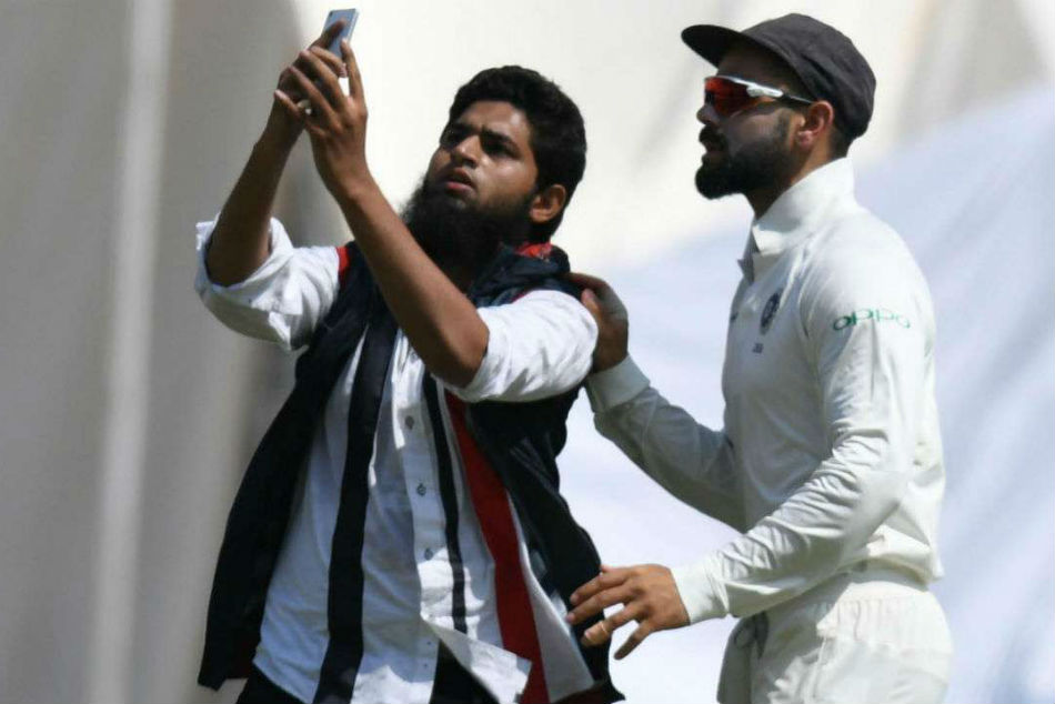 Hyderabad Test: Another fan breaks security cordon to take selfie with Virat Kohli