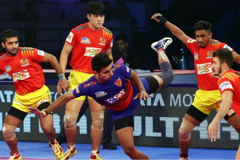 Pro Kabaddi: Gujarat Fortunegiants beating Dabang Delhi