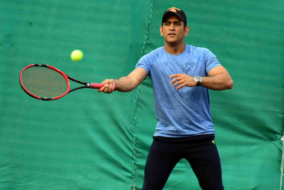 Ms Dhoni Wins Local Tennis Tournament In Ranchi
