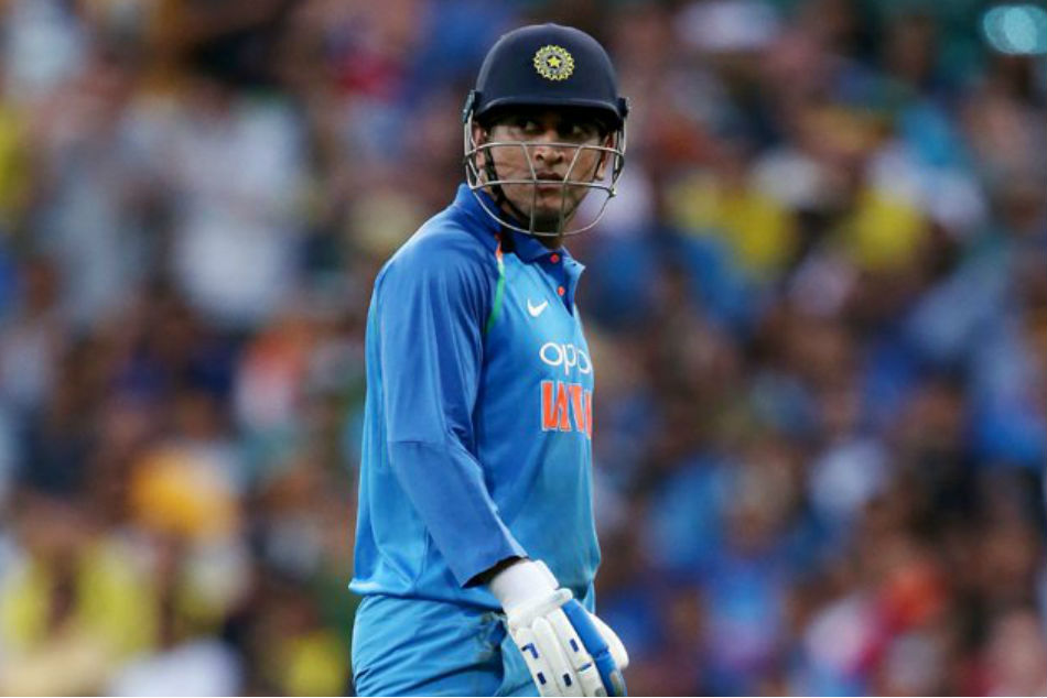 Ms Dhoni S Short Run Missed Umpires As India Win Adelaide Odi In Last Over