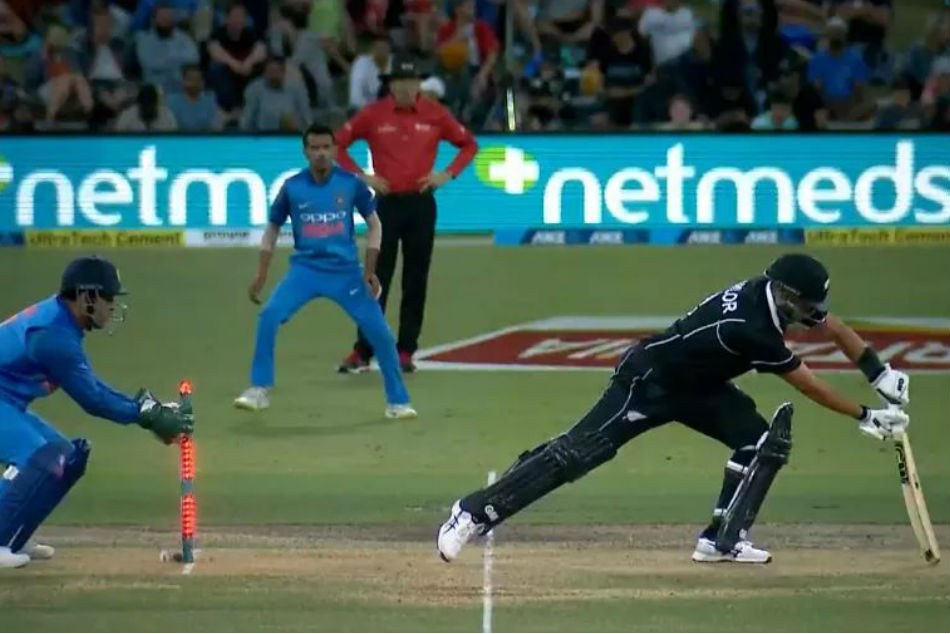 Dhoni's lightning fast stumping ends Ross Taylor's innings, watch video