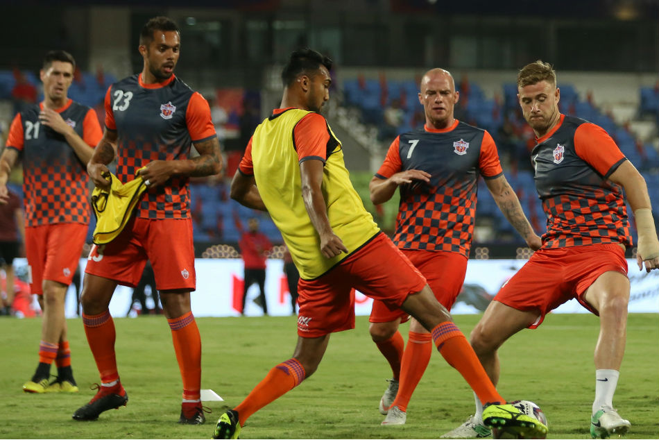 Mumbai team to beat Pune team in ISL football match