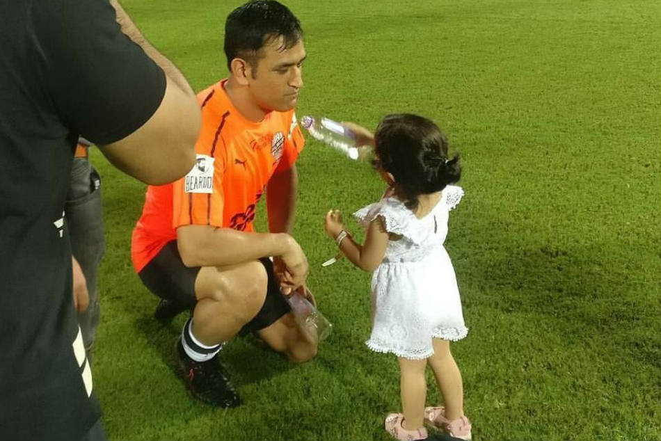 IPL 2019: MS Dhoni tests language knowledge of daughter Ziva - Watch Video