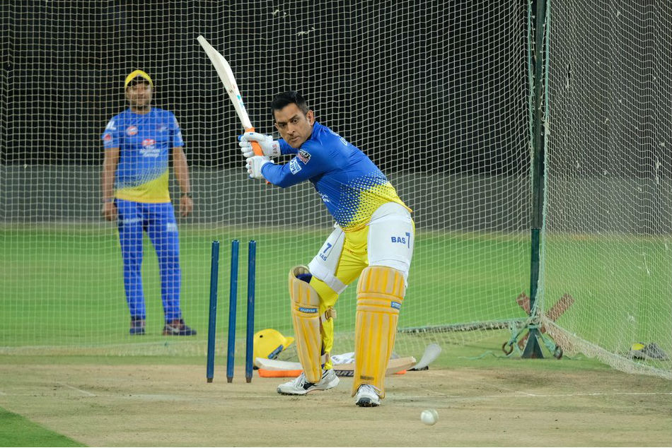 IPL 2019: MS Dhoni hits massive six in practice ahead of RCB clash - Watch