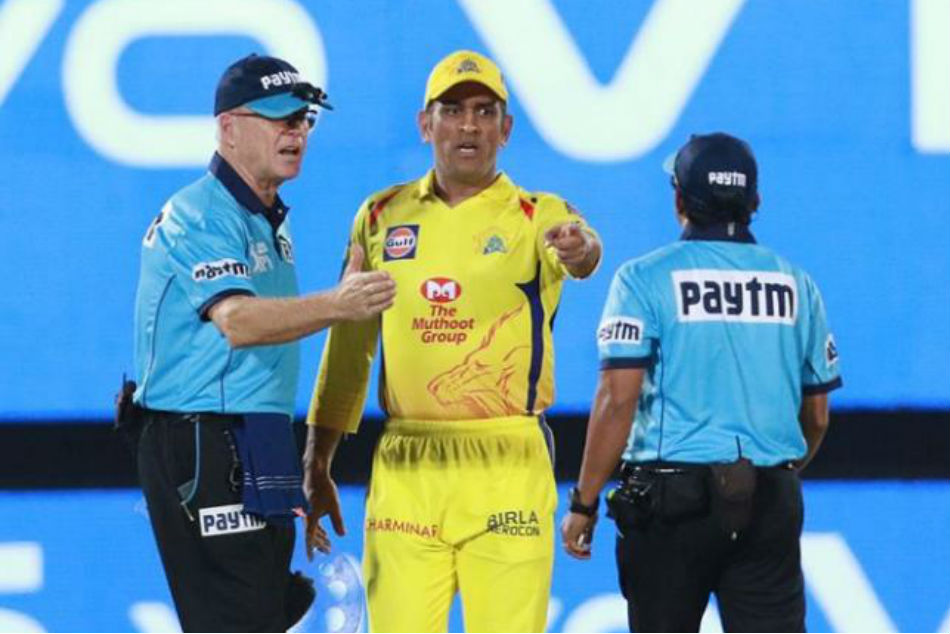 MS Dhoni did not offend me - Umpire Bruce Oxenford to match referee