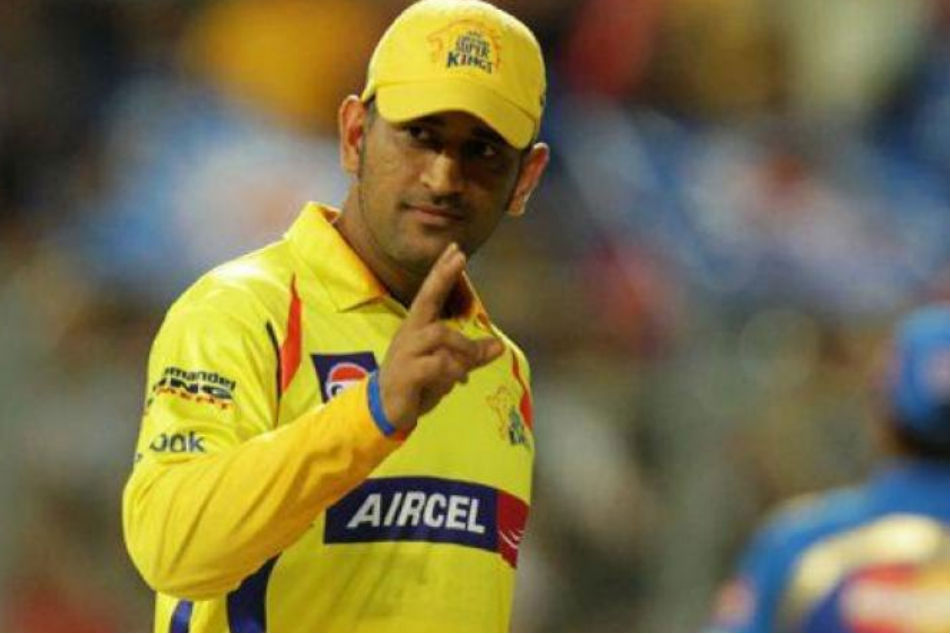 IPL 2019: MS Dhoni wins hearts after this special gesture in Mumbai