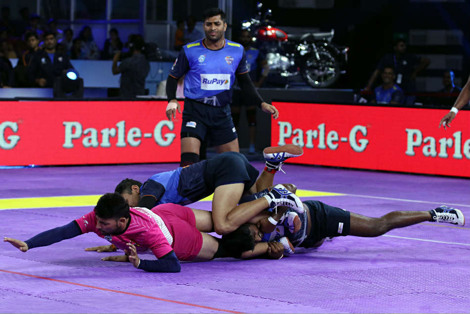 Bangalore Rhinos defeats Mumbai Che Raje by 36-31