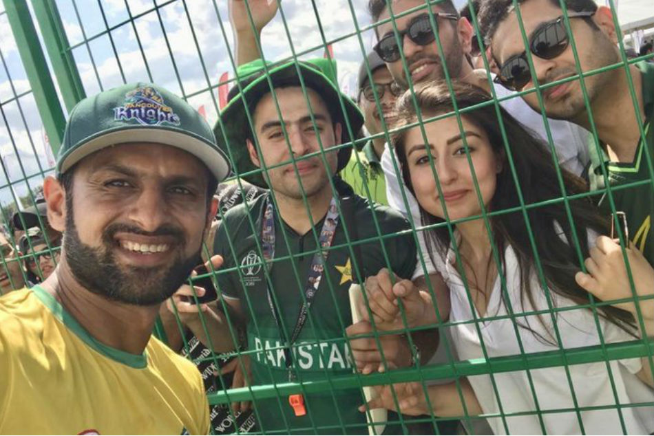 Pakistan cricketer Shoaib Malik slams two glass-shattering sixes in GT20