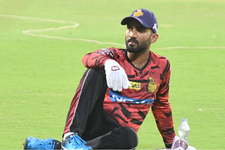 BCCI issues showcause notice to Dinesh Karthik for attending CPL match