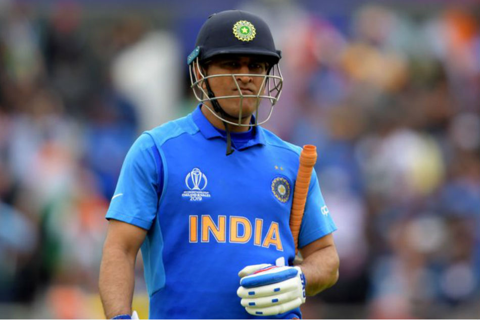 Half the people commenting on MS Dhoni cant even tie their their shoelaces: Ravi Shastri