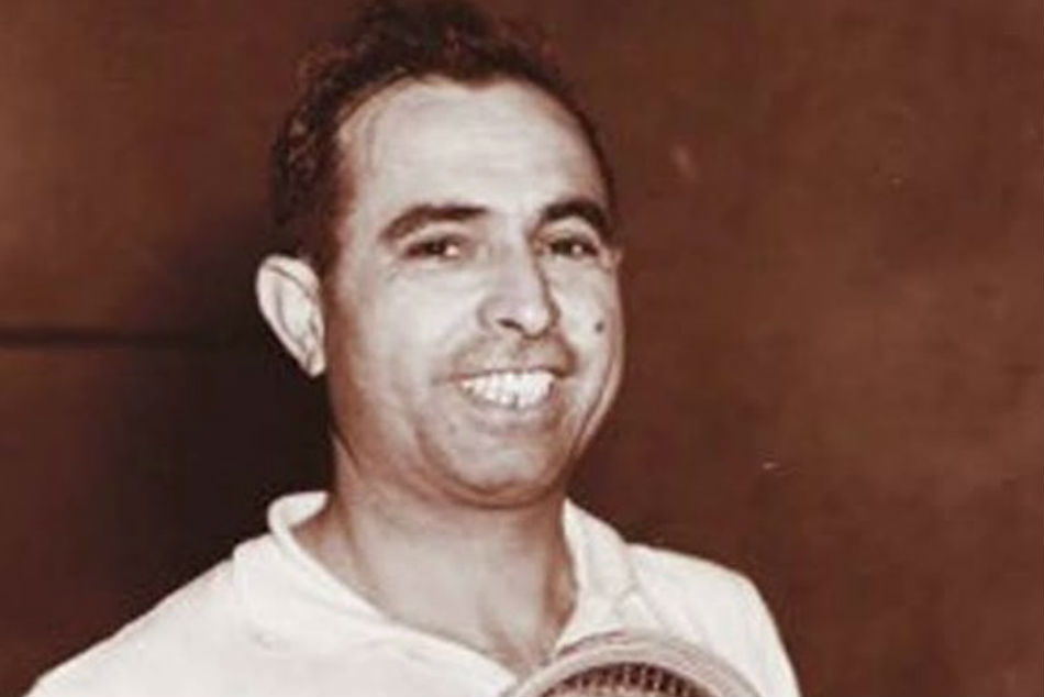 Pakistan squash great Azam Khan dies of Covid-19 in London