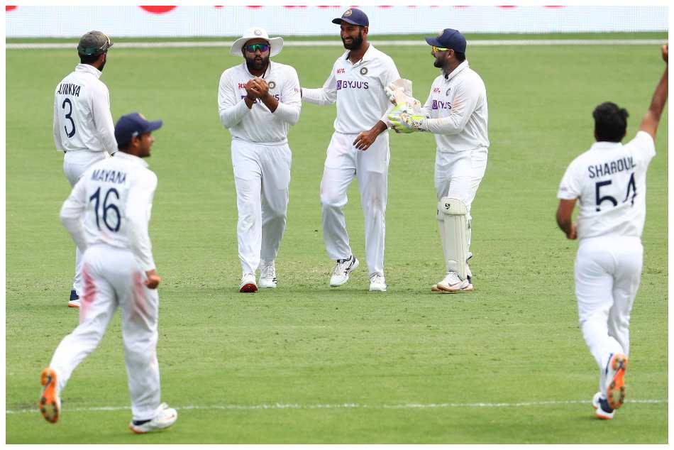 ಭಾರತ vs ಆಸ್ಟ್ರೇಲಿಯಾ: ಫೀಲ್ಡಿಂಗ್ನಲ್ಲಿ ವಿಶೇಷ ಸಾಧನೆ ಮಾಡಿದ ರೋಹಿತ್ ಶರ್ಮಾ