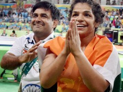 Still Havent Got Promised Rewards Sakshi Malik Coach Kuldeep Malik