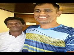 Photos Ms Dhoni Meets Chaiwala Friend Throws Him Lavish Dinner Kolkata