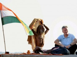 Steve Waugh Visits Varanasi Scatter Ashes Sydney Based Shoe Shiner