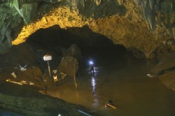 Young Footballers Rescued From Thai Cave Risky Operation