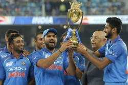 Ms Dhoni Asked Rohit Sharma Let Me Hold Asia Cup Trophy Reveals Khaleel