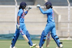 Harmanpreet Smriti Bat Ramesh Powar S Continuation As Coach