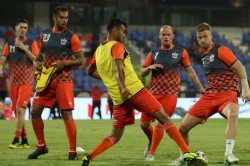 Mumbai Team Beat Pune Team Isl Football Match