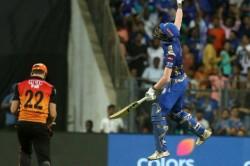 Ipl 2019 The Fan Changing Dress When The Mumbai Indians Won