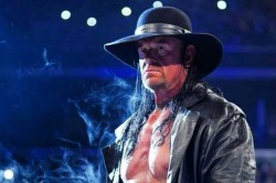 Wwe Raw Results The Undertaker Returns To Save Roman Reigns