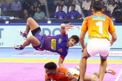 Pro Kabaddi Dabang Delhi Beat Puneri Paltan To Secure Semifinal Spot