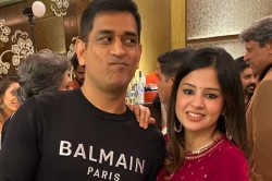 Celebs Love How Sakshi Made Her Hubby Dhoni Blush