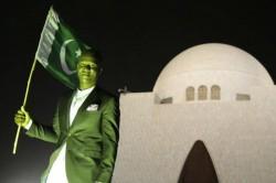 Pakistan President To Give Honourary Citizenship To Darren Sammy