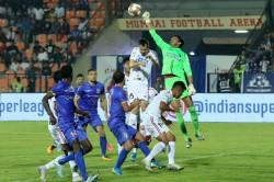 Isl Carlos Comforts Mumbai Back Into Top Four Reckoning