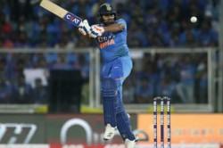 Rohit Sharma Plays Indoor Cricket With Daughter Samaira During Janata Curfew