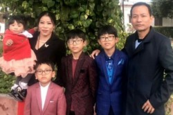 Delhi Police Surprise Mary Kom With A Cake On Her Younger Son