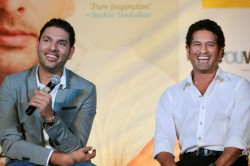 Yuvraj Singh Accepts Sachin Tendulkar S Juggle Challenge Using Blindfold In The Kitchen