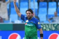 Shahid Afridi Buys Mushfiqur Rahim S Bat For Usd 20