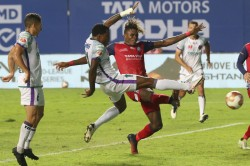 Isl Mauricio S Last Minute Stunner Salvages A Point For Odishal