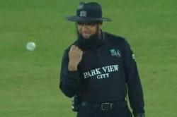 Psl 2021 Umpire Aleem Dar Celebrates His Correct Decision