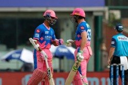 Ipl 2021 Jos Buttler Gifted An Autographed Bat To Yashasvi Jaiswal