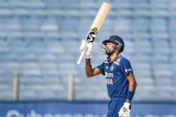 Hardik Pandya Singing Sri Lankan National Anthem During T20i Video